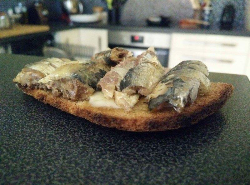 19162029_tartines-de-sardine-a-l-huile-d-olive