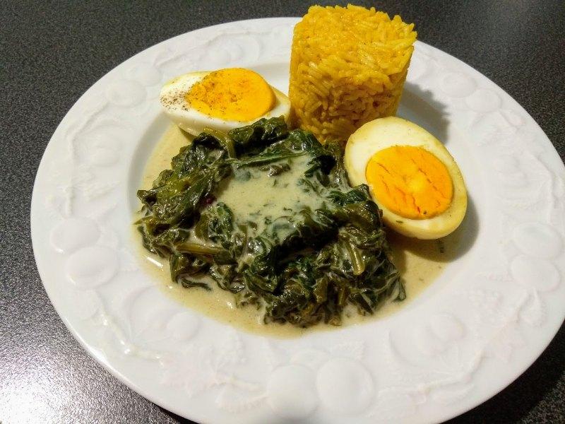 Épinards frais aux oeufs et son riz à l'indienne