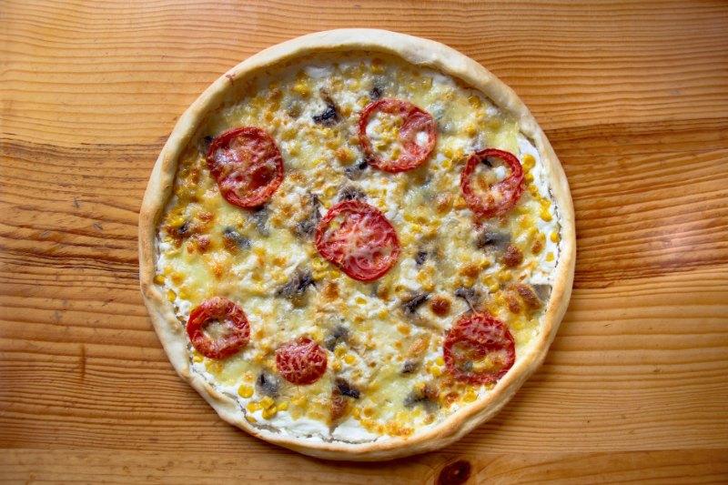 Mini pizza blanche à la crème fraiche et chorizo